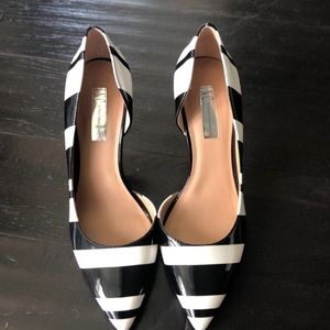 International concepts black and white heels